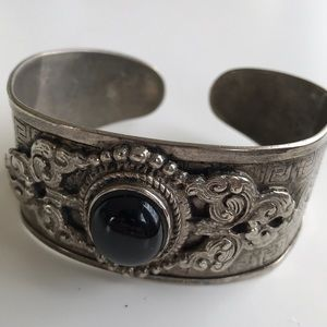 Jewelry - Decorated cuff vintage